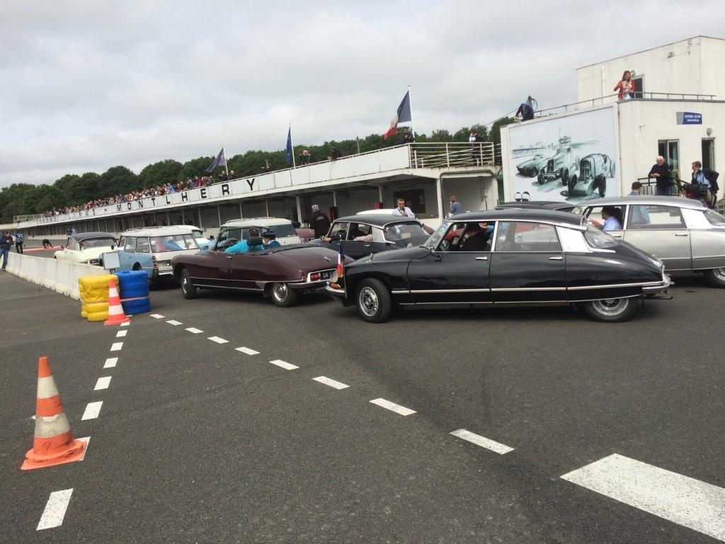 60 ans DS Montlhéry Départ pour les tours de circuit