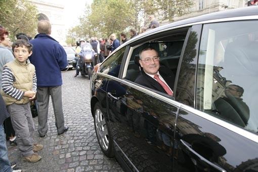 DS 50 ans Défilé Monsieur Satinet (DG de Citroën) dans la C6 officielle