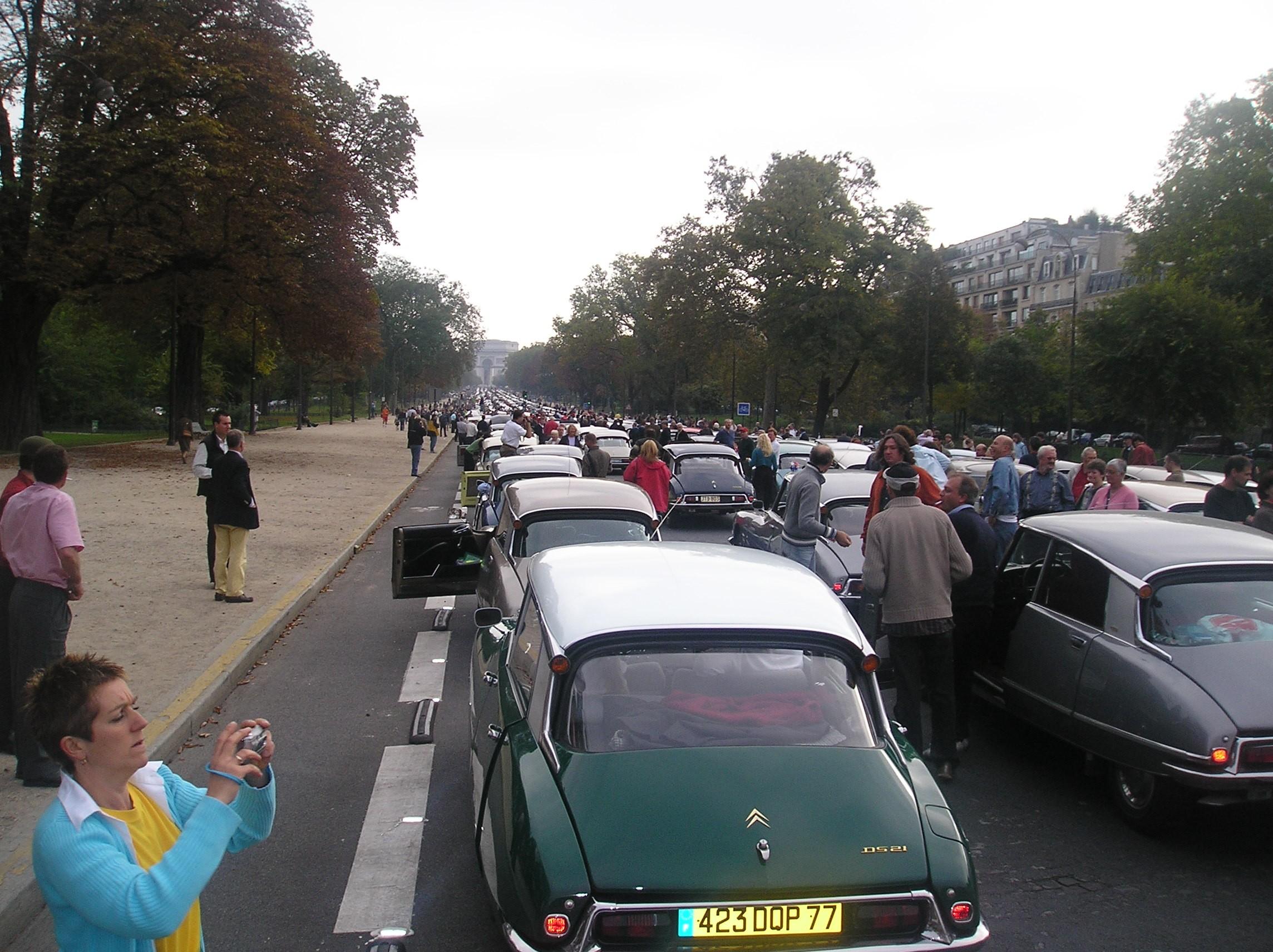 DS 50 ans Défilé Départ Avenue Foch
